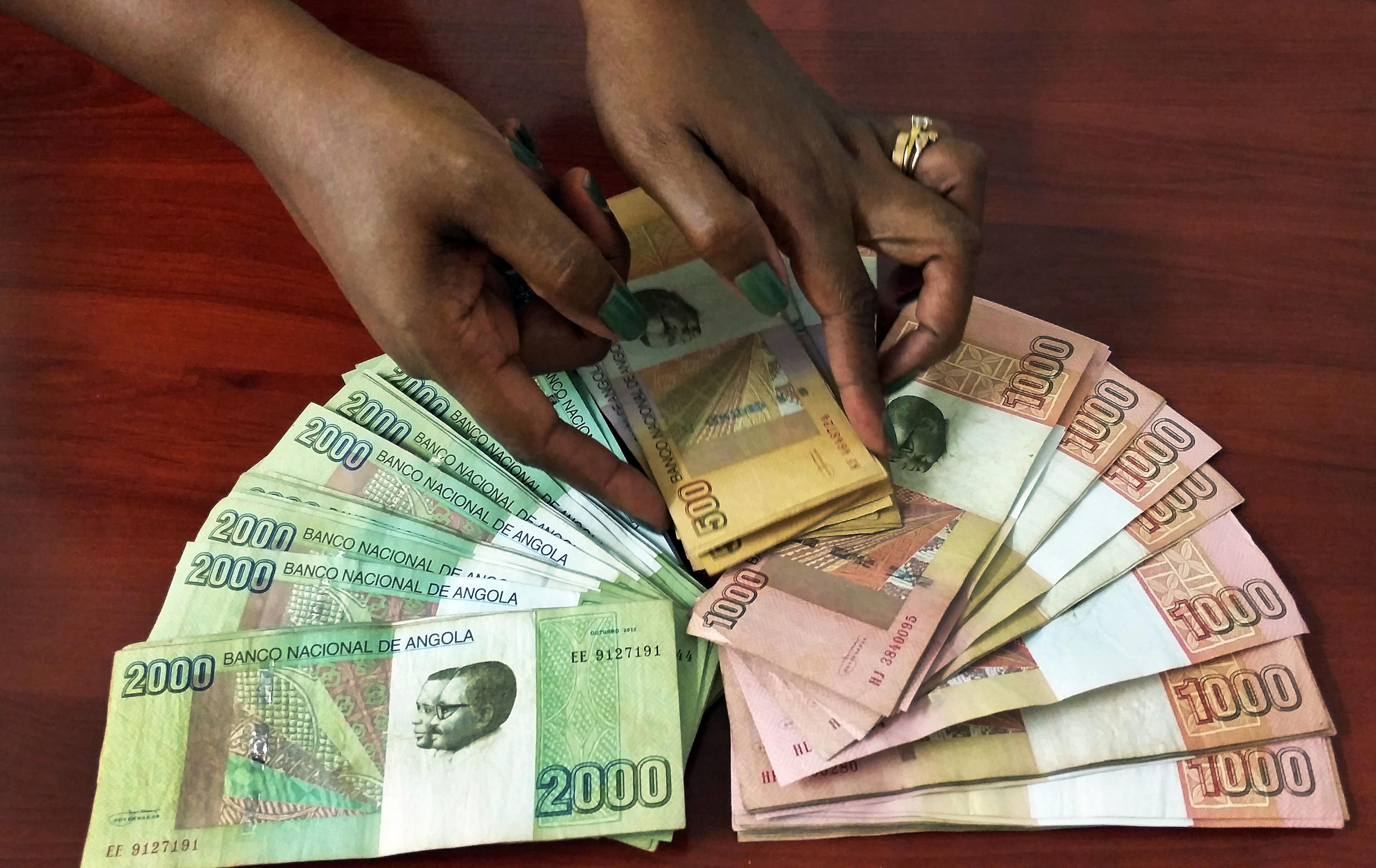 Angola aumenta salário mínimo garantido em 30% para 60 euros