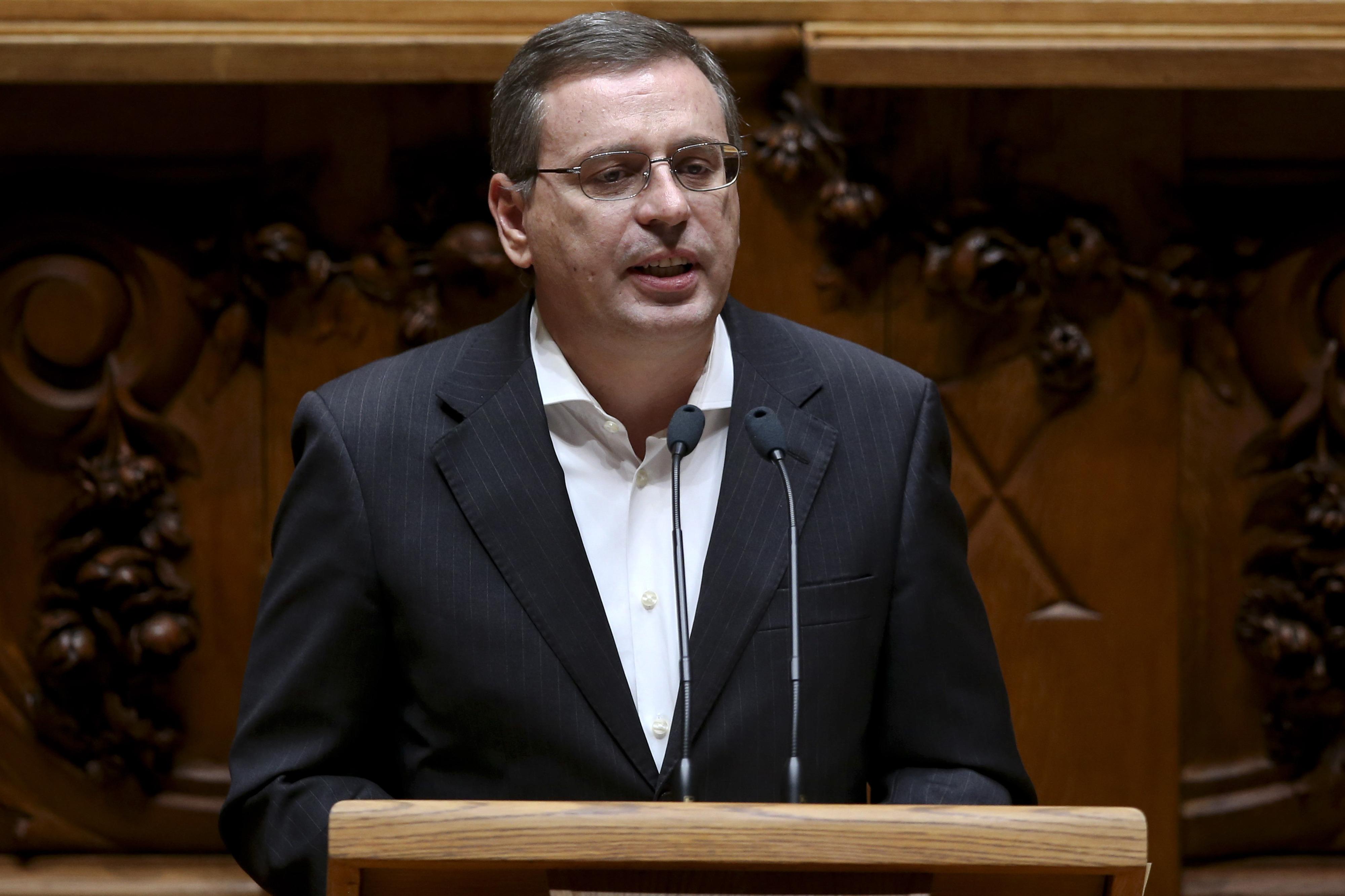 PCP alerta para problema da dívida pública e volta a defender renegociação