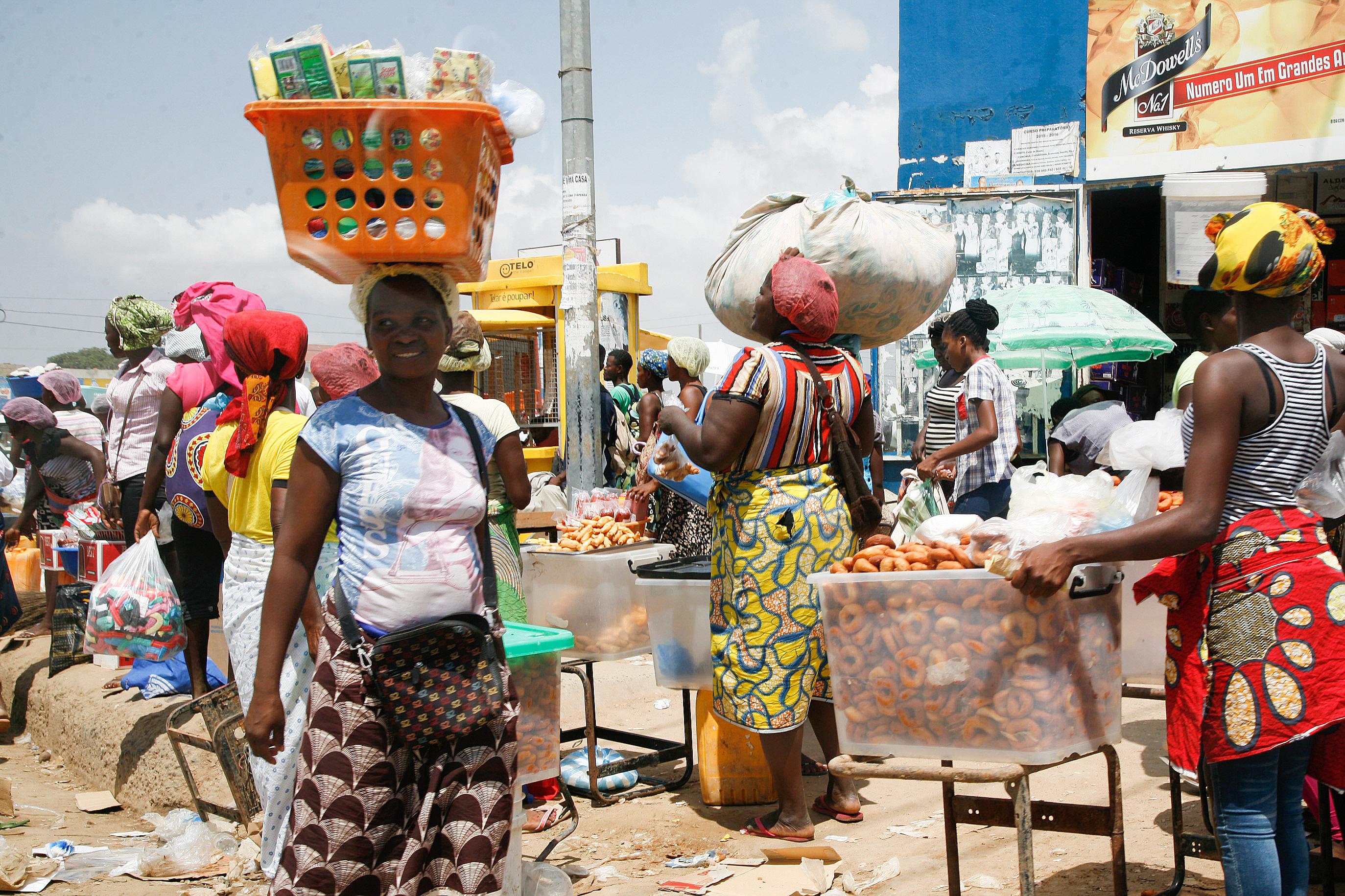 Venda ambulante em Angola regulamentada até ao fim deste ano