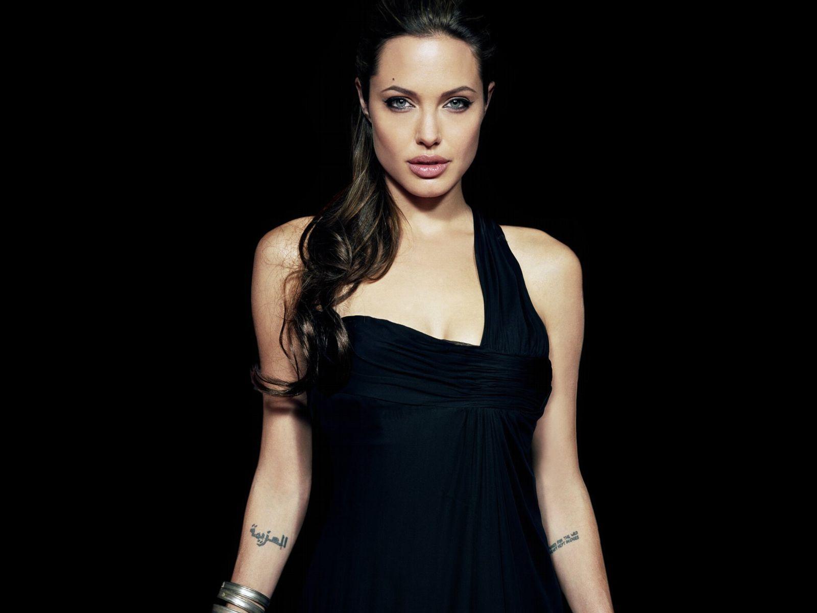 Angelina Jolie é a nova embaixadora dos perfumes da Guerlain