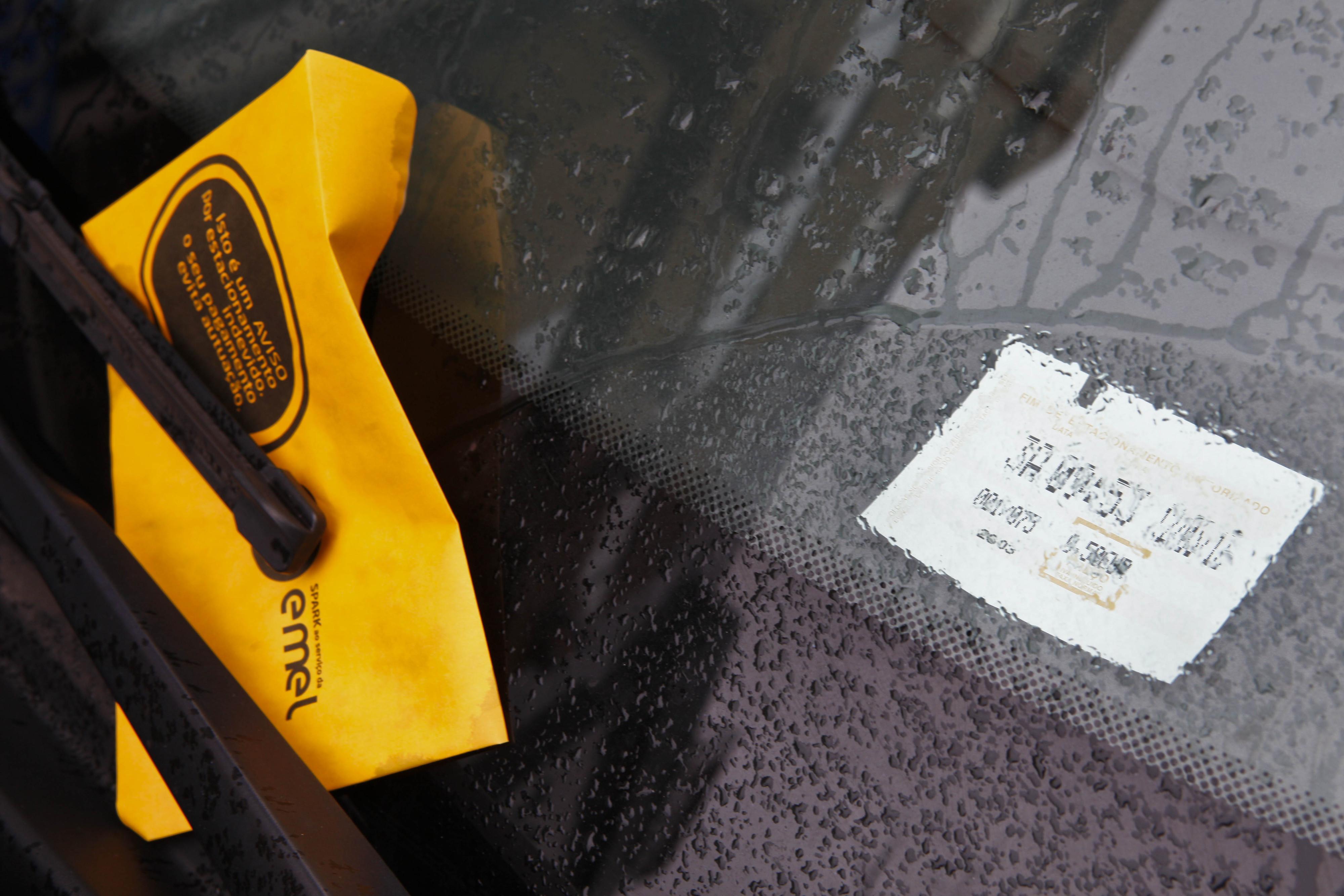 EMEL irá fiscalizar à noite apenas estacionamento em zonas para residentes