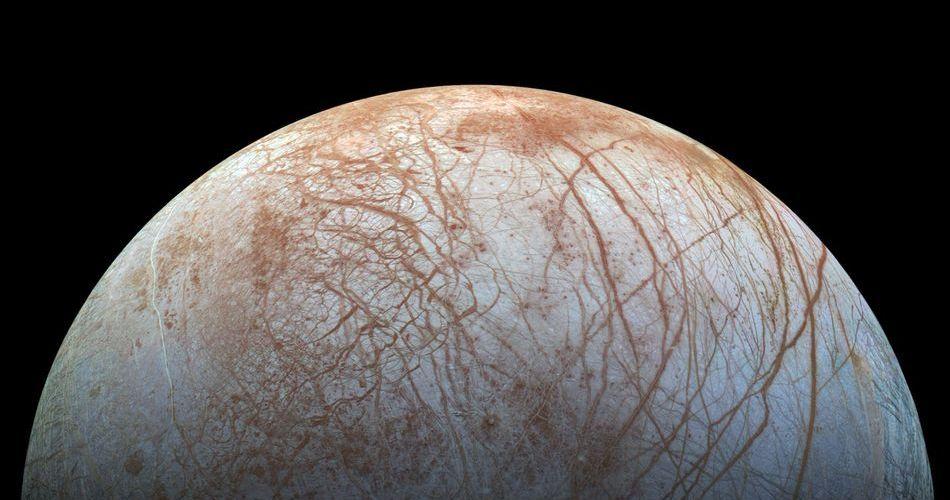 """NASA encontra provas de """"oceano subterrâneo"""" em lua de Júpiter"""