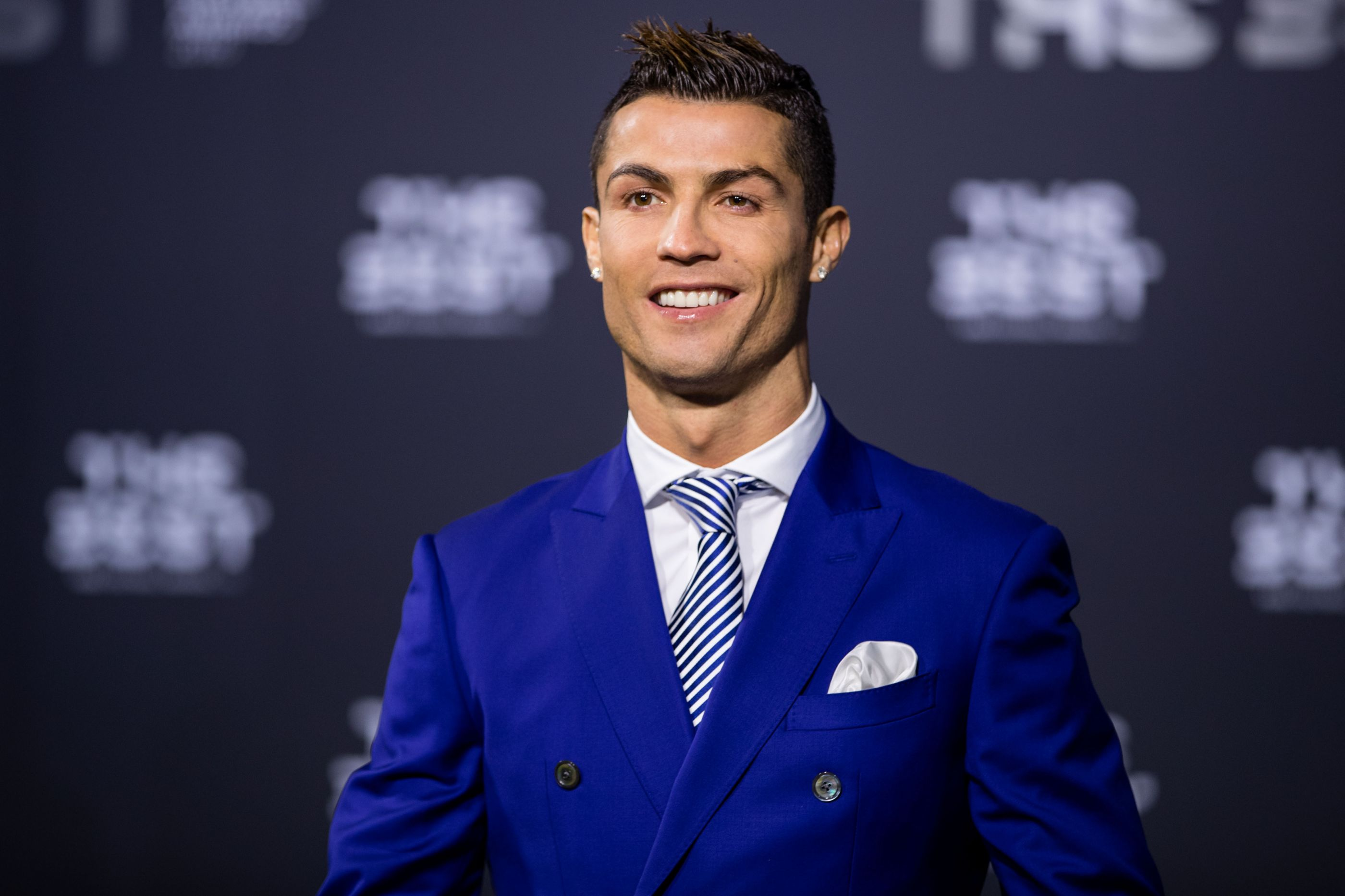 Lesão no pulso obriga Cristiano Ronaldo a parar o carro