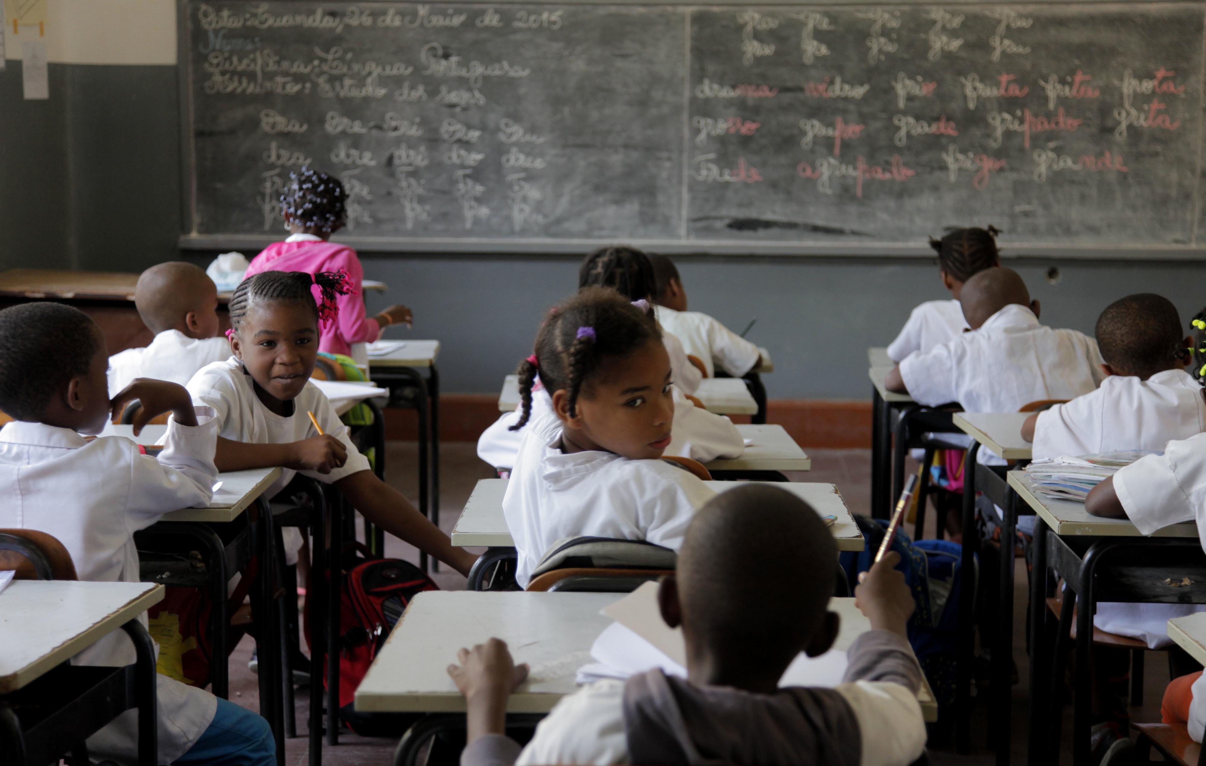 Professores angolanos queixam-se de falta de proteção do ministério