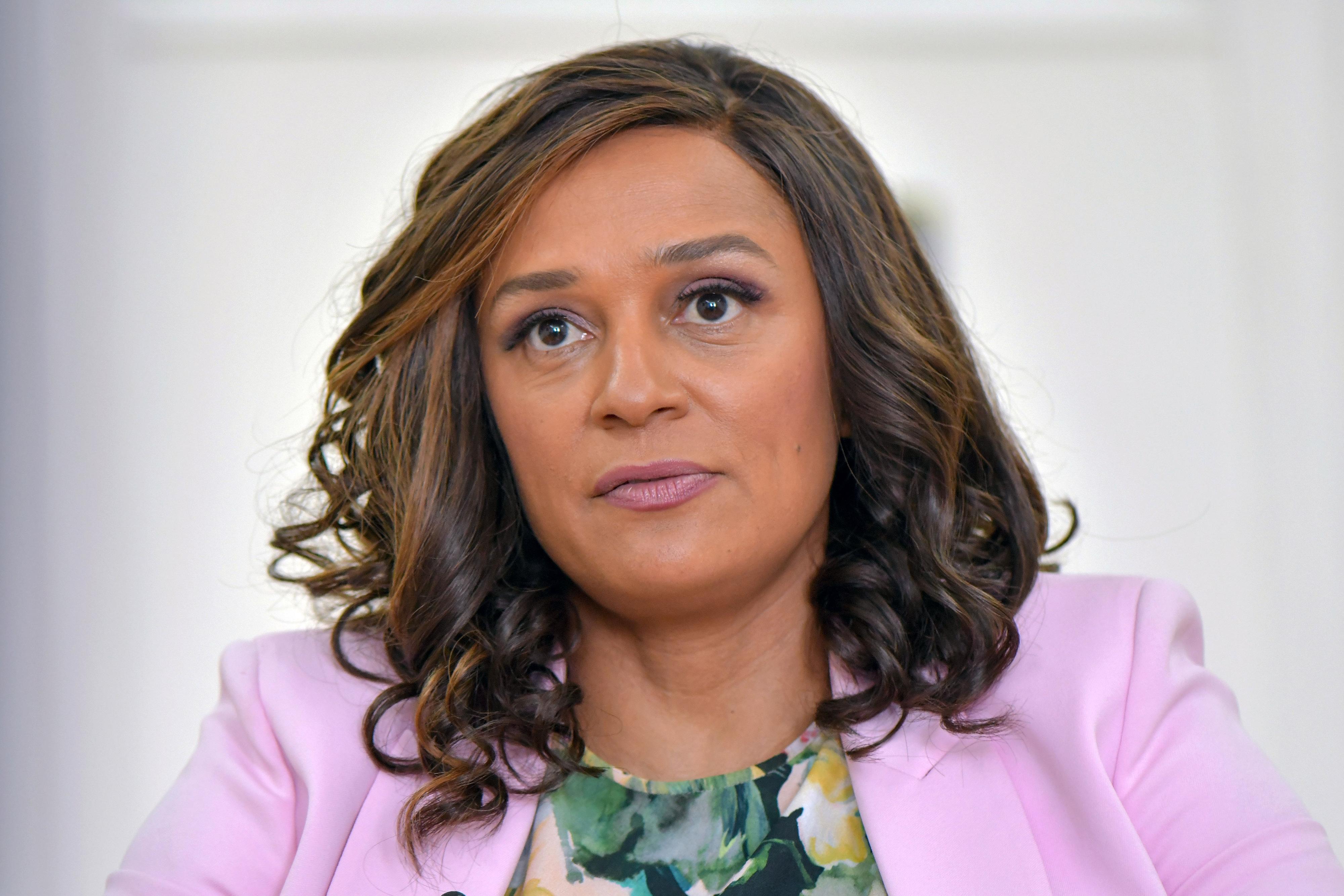 Consórcio de jornalistas revela milhares de ficheiros com esquemas financeiros de Isabel dos Santos