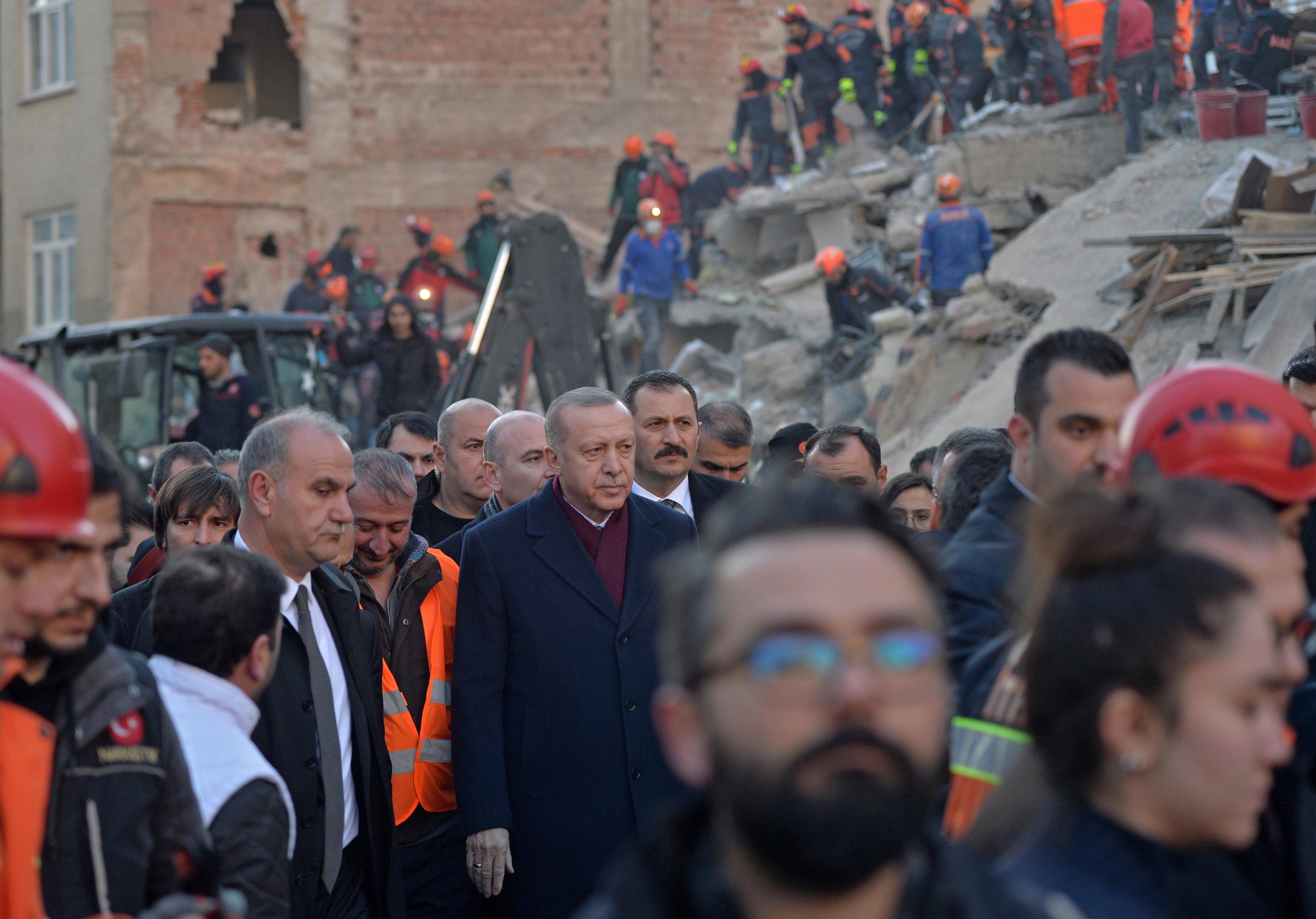 """Presidente da Turquia reafirma em Argel que """"não há uma solução militar"""" para a crise"""