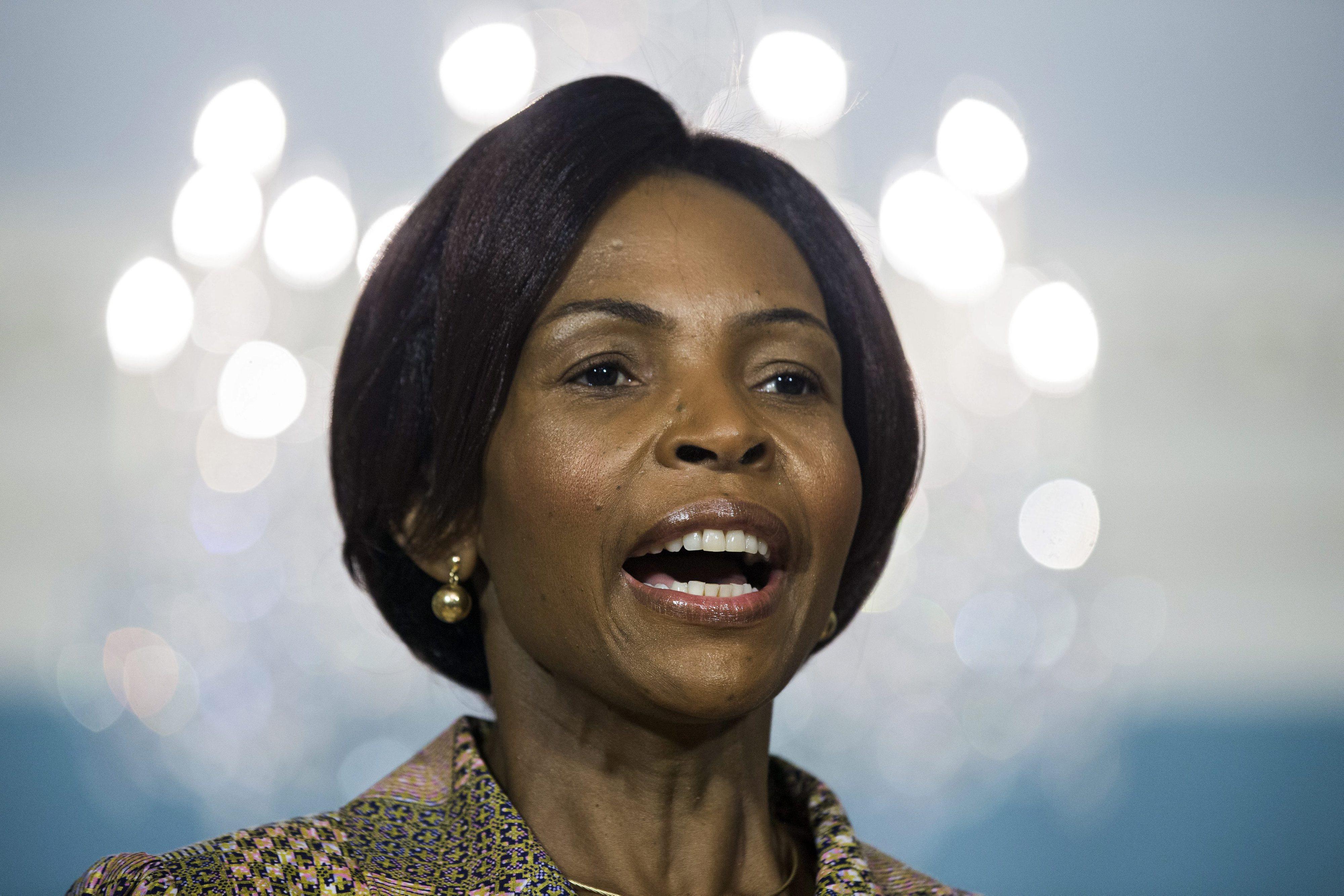 MNE sul-africana diz que Zuma não recebeu pedido para mediar crise em Moçambique