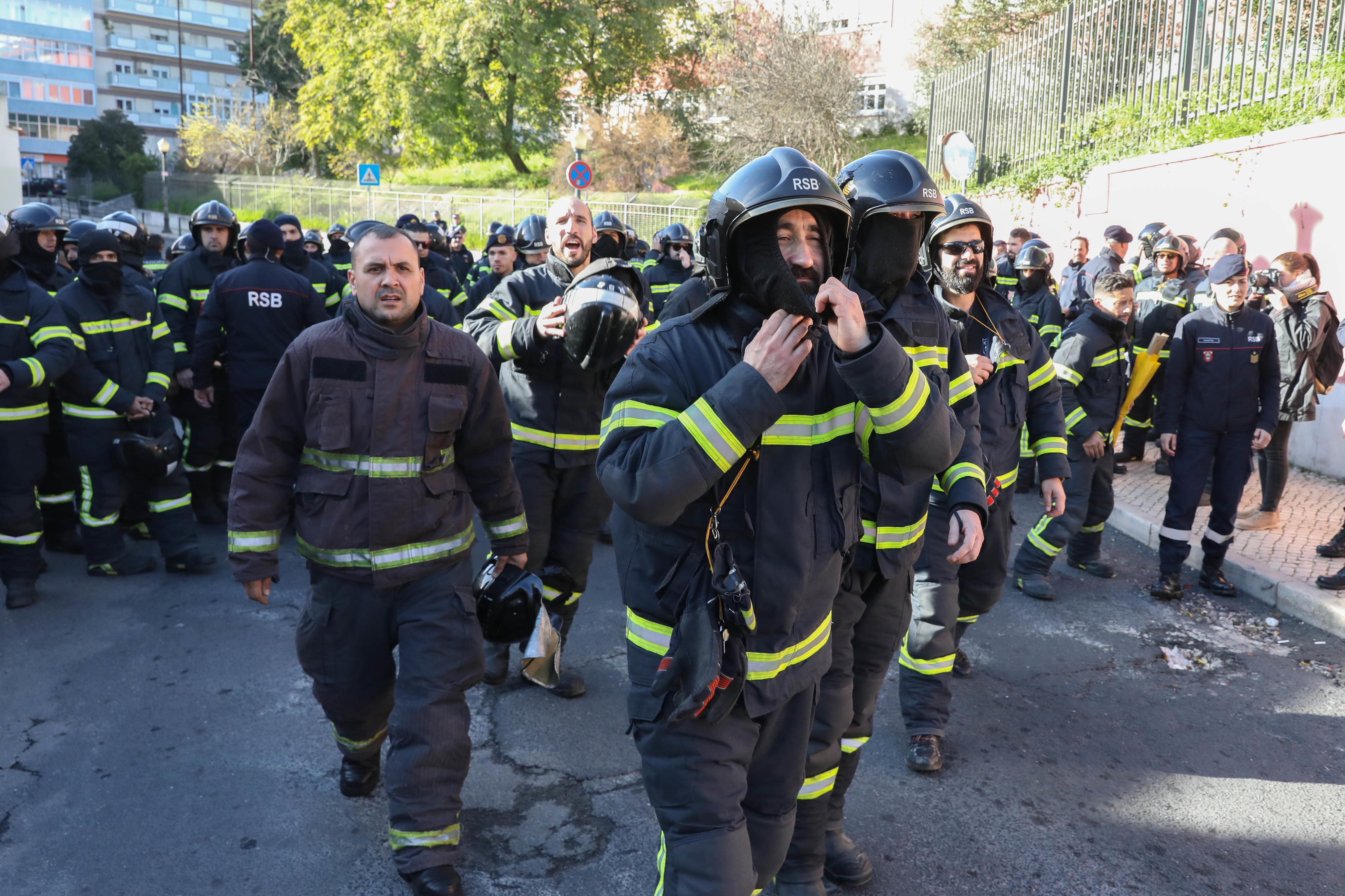 Sindicato mantém greve de bombeiros de Lisboa por falta de acordo com Governo
