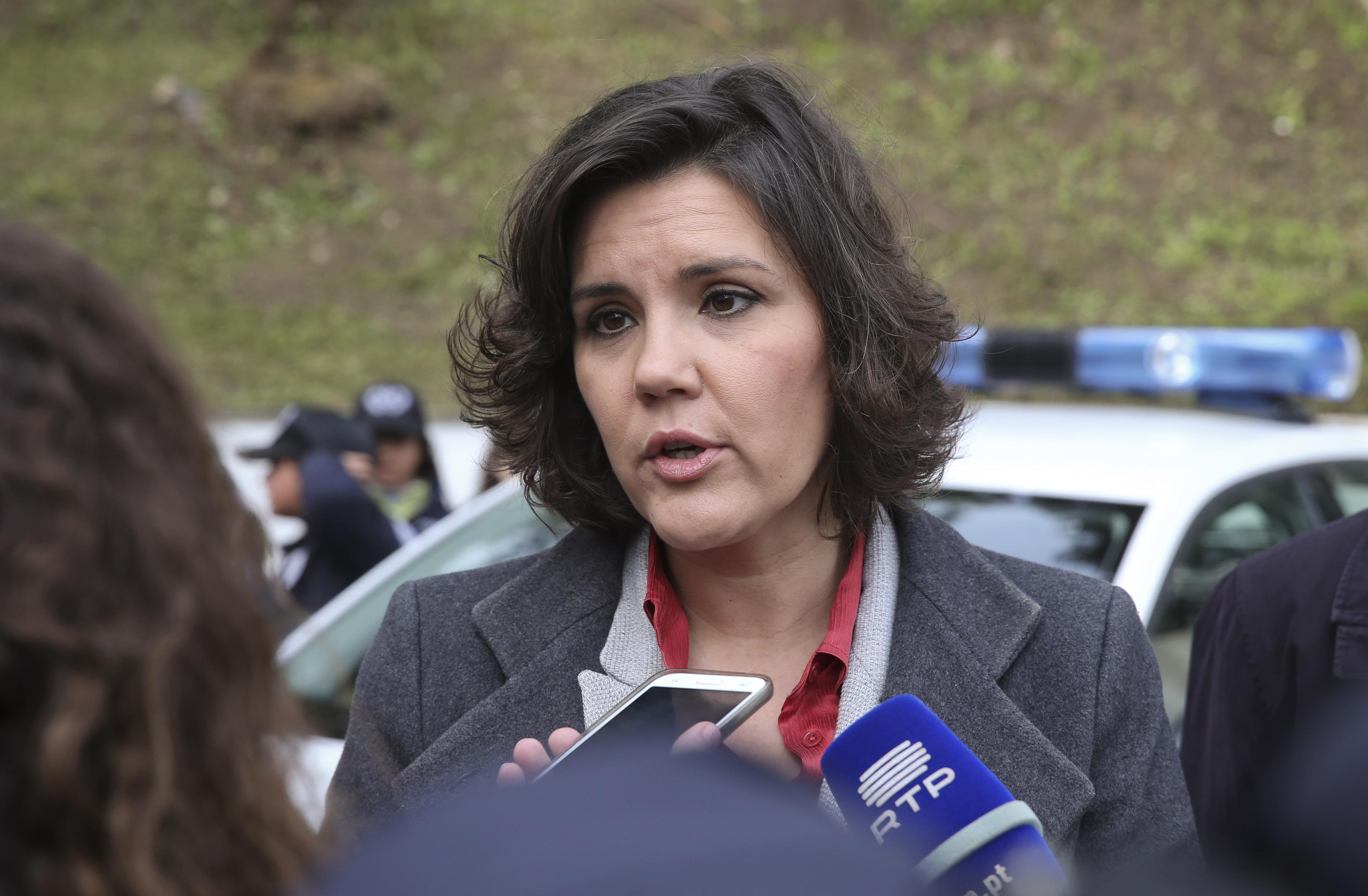 """Assunção Cristas diz que atitude de Paulo Núncio revela """"grande elevação de caráter"""""""