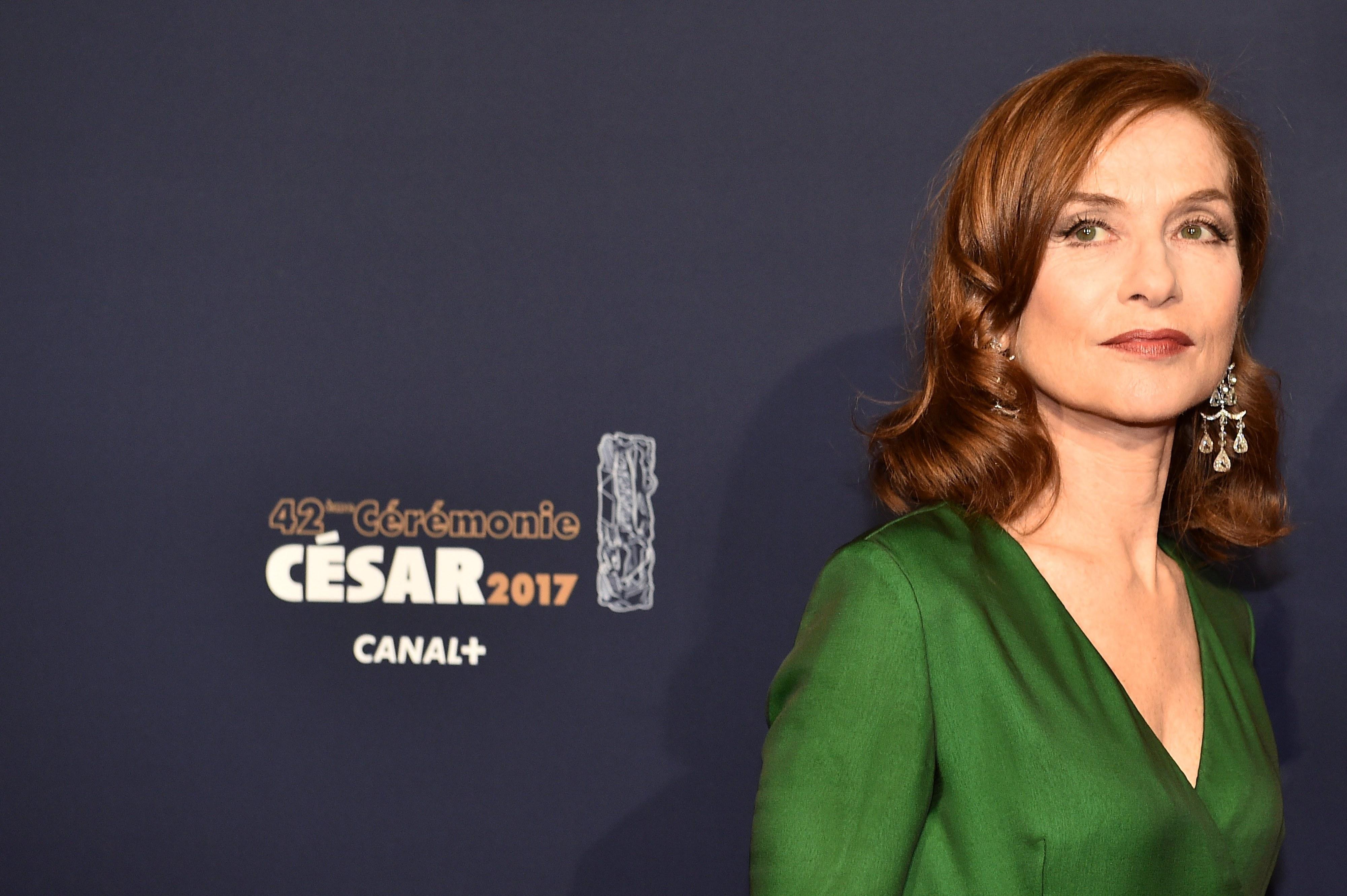 Atriz Isabelle Huppert elogia a resistência do teatro na mensagem para o Dia Mundial