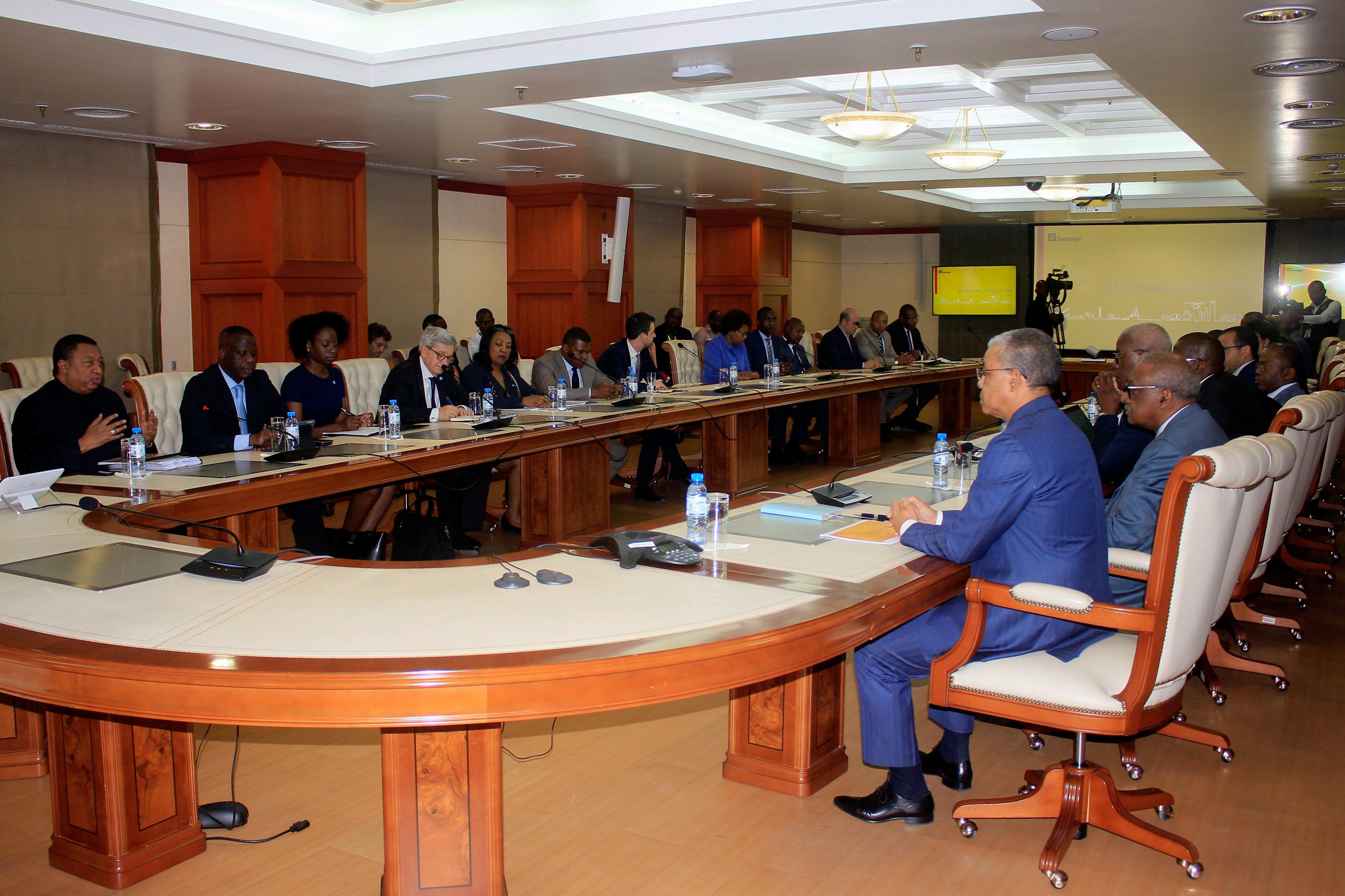 """Produtores de petróleo africano pedem acordo na OPEP para garantir """"sobrevivência da indústria"""""""