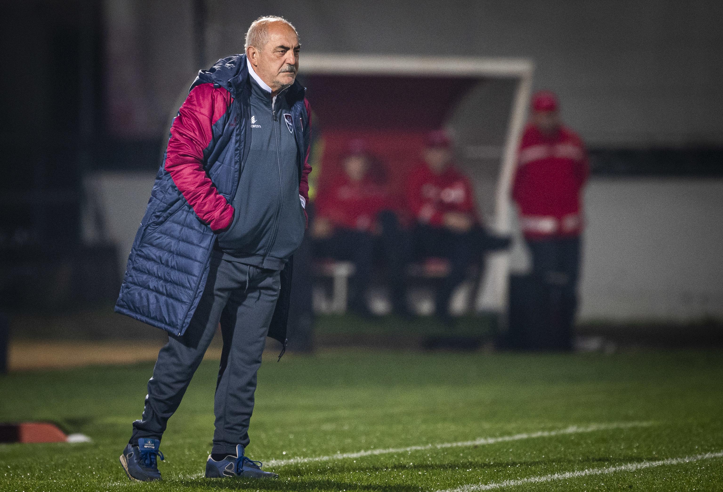 """Vítor Oliveira preocupado com """"qualidade e organização"""" do Vitória de Guimarães"""