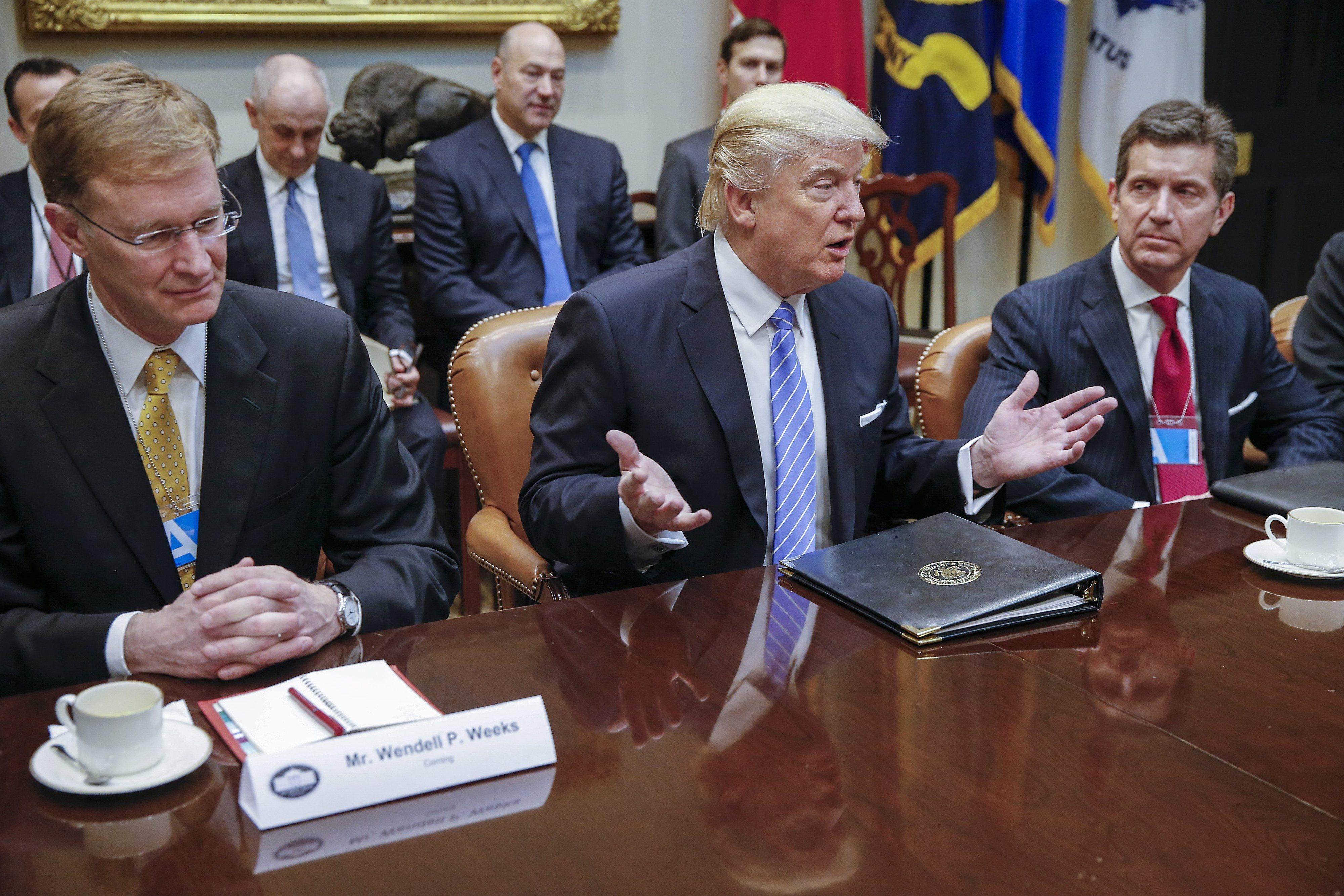 Trump assina retirada dos EUA do Tratado Trans Pacífico de Comércio Livre