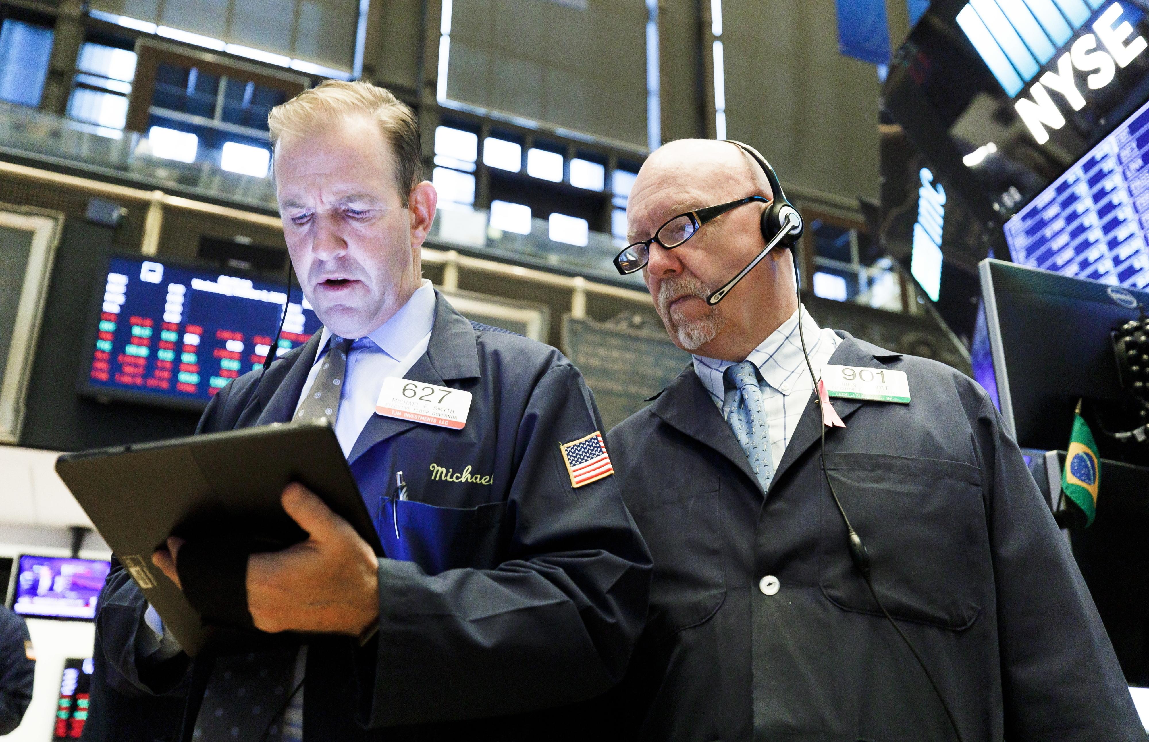 Wall Street fecha sem rumo com grandes nomes da distribuição em crise