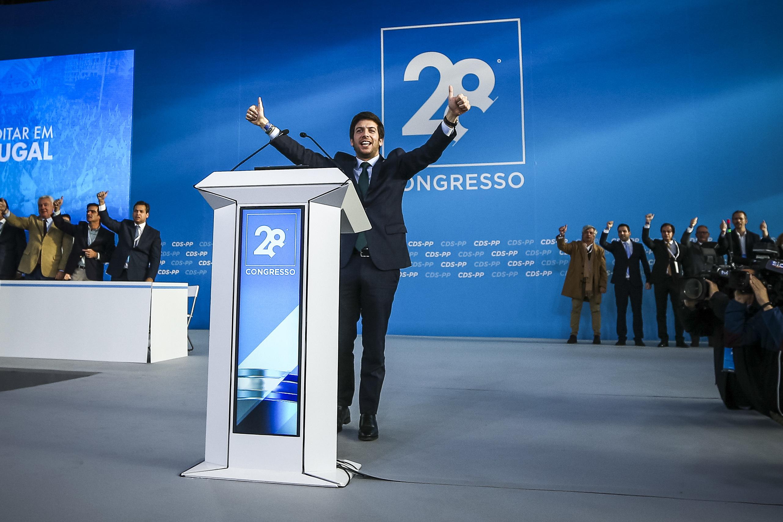 """O 10º presidente do CDS reclama """"uma nova direita"""""""