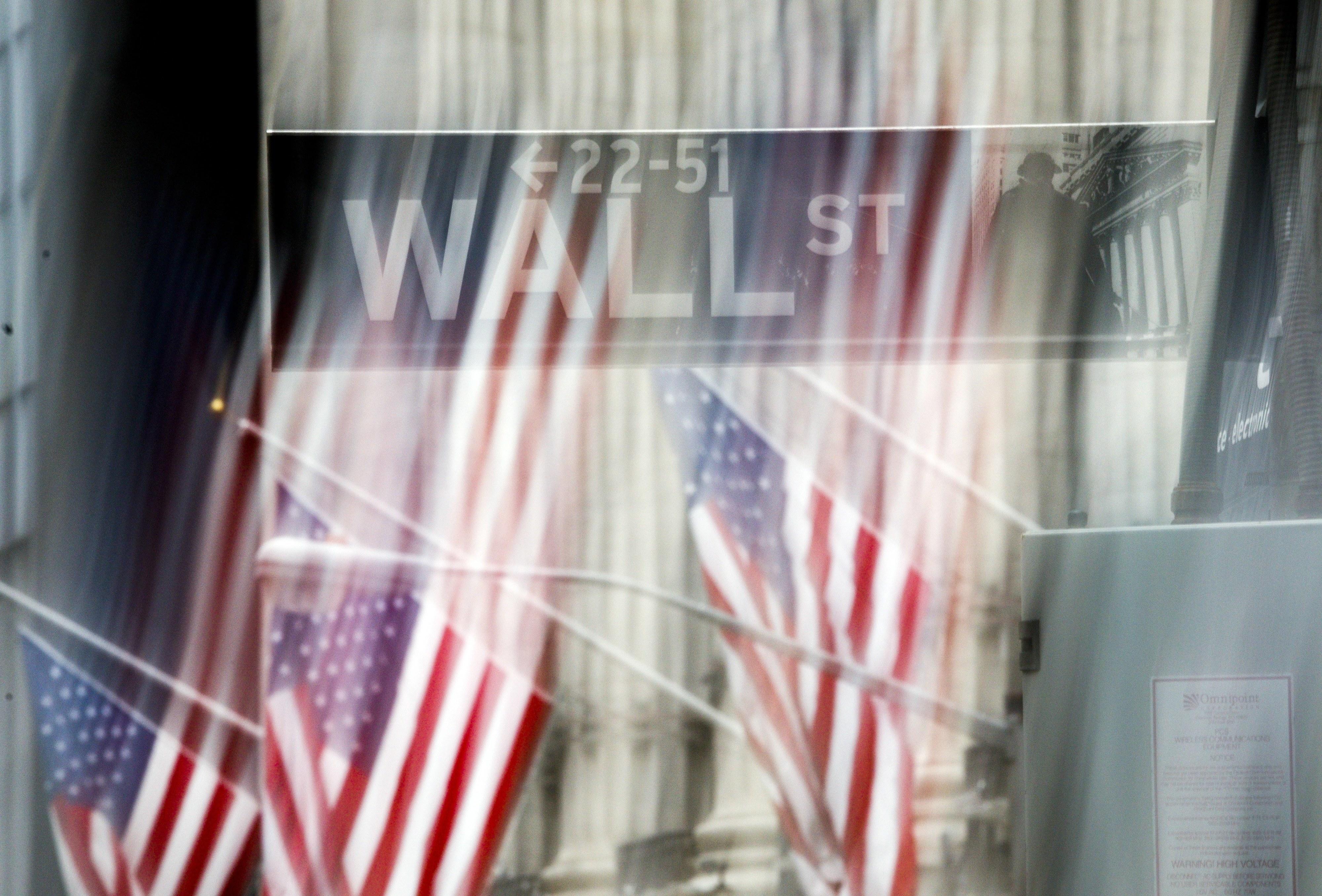 Wall Street fecha sem rumo, com recuo da energia e banca e ganhos da tecnologia