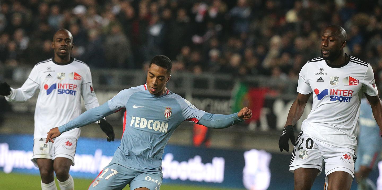 Liga Francesa: Mónaco surpreendido em Amiens