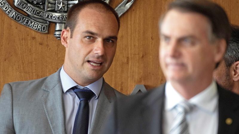 """Bolsonaro diz que """"está decidido"""" a indicar filho para embaixada do Brasil nos EUA"""