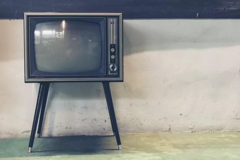 Consegue adivinhar estes 10 programas de televisão através de sinopses toscas? Prove-o