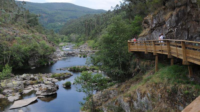 Vai nascer uma ponte transparente de meio quilómetro sobre o rio Paiva