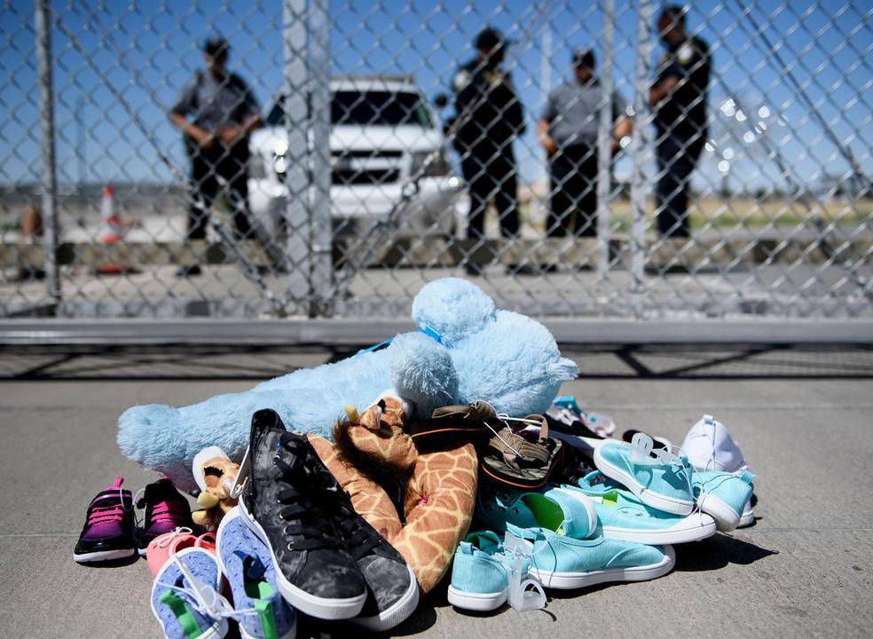 Além de separadas dos pais, as crianças apanhadas na fronteira americana também ficam sem brinquedos
