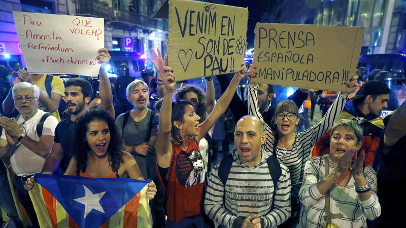 Milhares de independentistas no centro de Barcelona em concentração pacífica