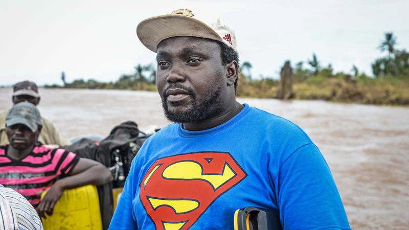 """""""Super-homem"""" de Búzi arrisca viagem para alimentar família"""