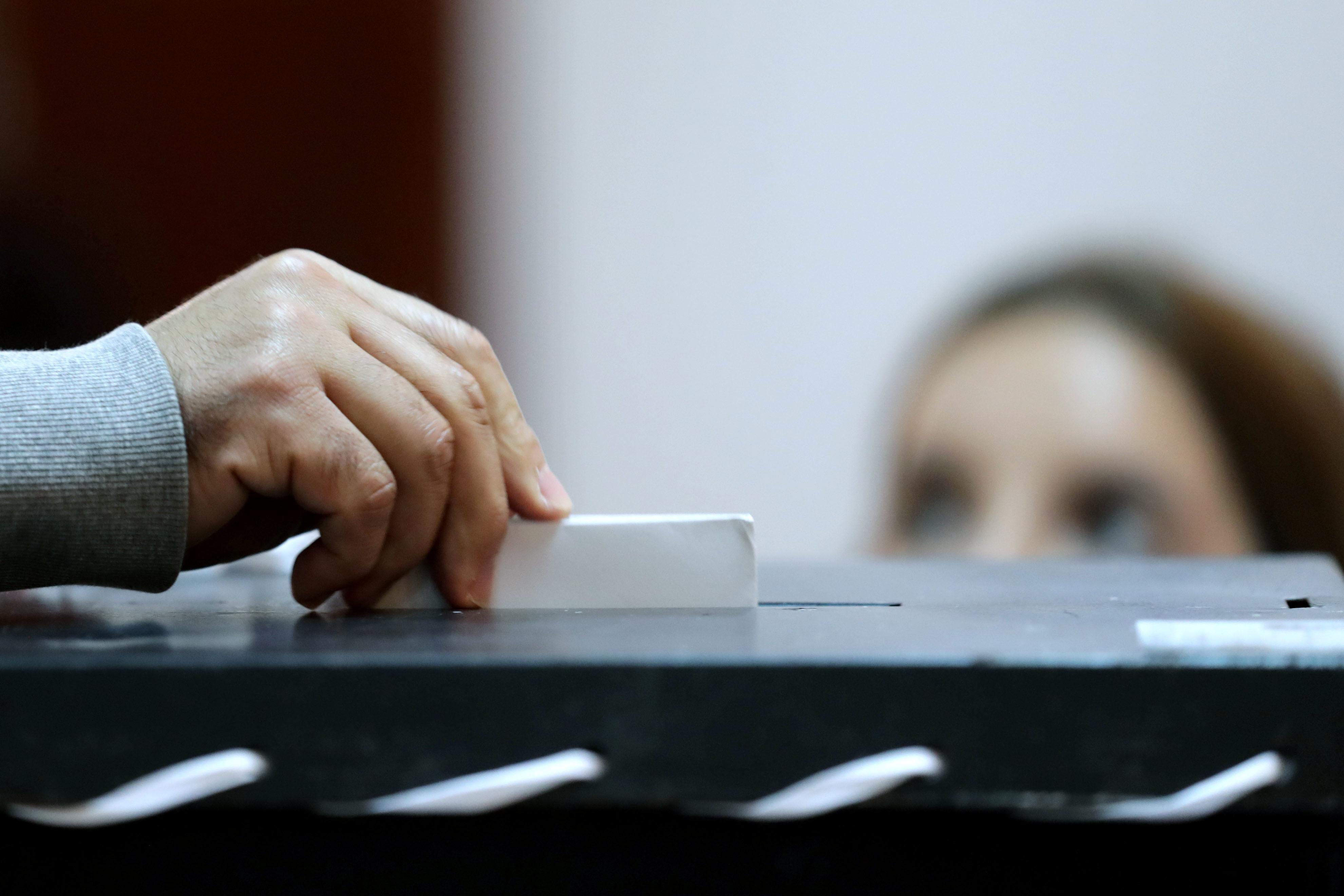 """""""Também Somos Portugueses"""": Depois de falhas nas legislativas, emigrantes querem voto postal em todas as eleições e fim do envio de Cartão de Cidadão"""