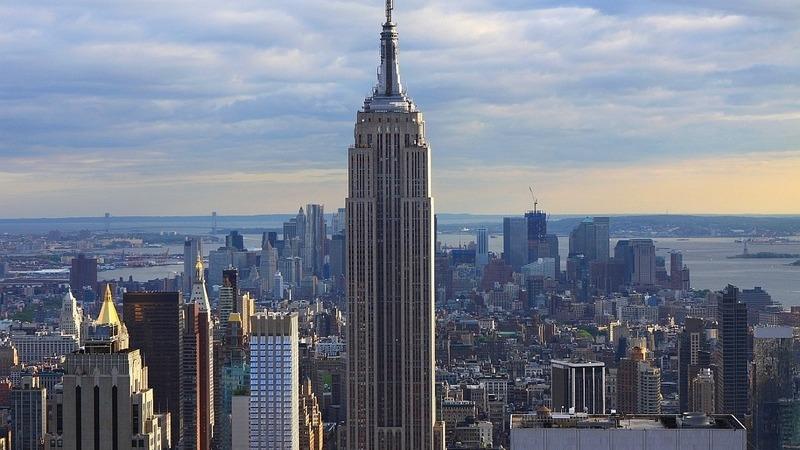 Empire State Building presta homenagem com batimento cardíaco e iluminação especial
