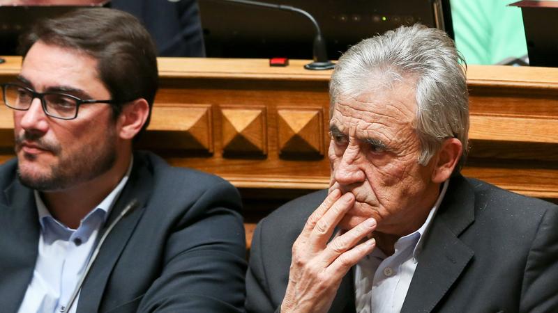 """PCP propõe rejeição da """"submissão à União Europeia e ao Euro"""""""