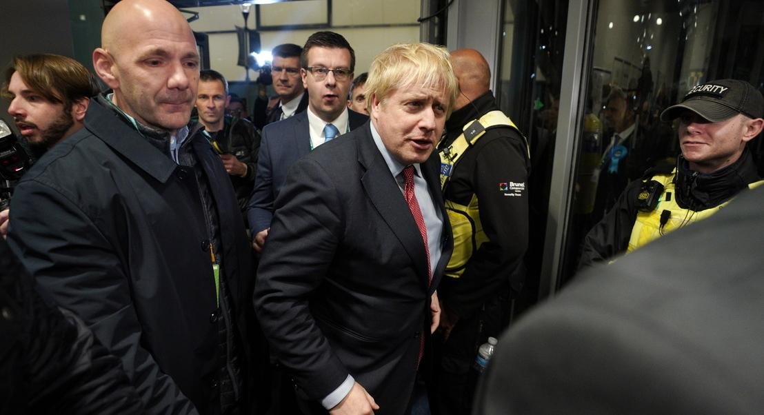 """""""O trabalho começa hoje"""": Boris Johnson ganha com maioria absoluta"""