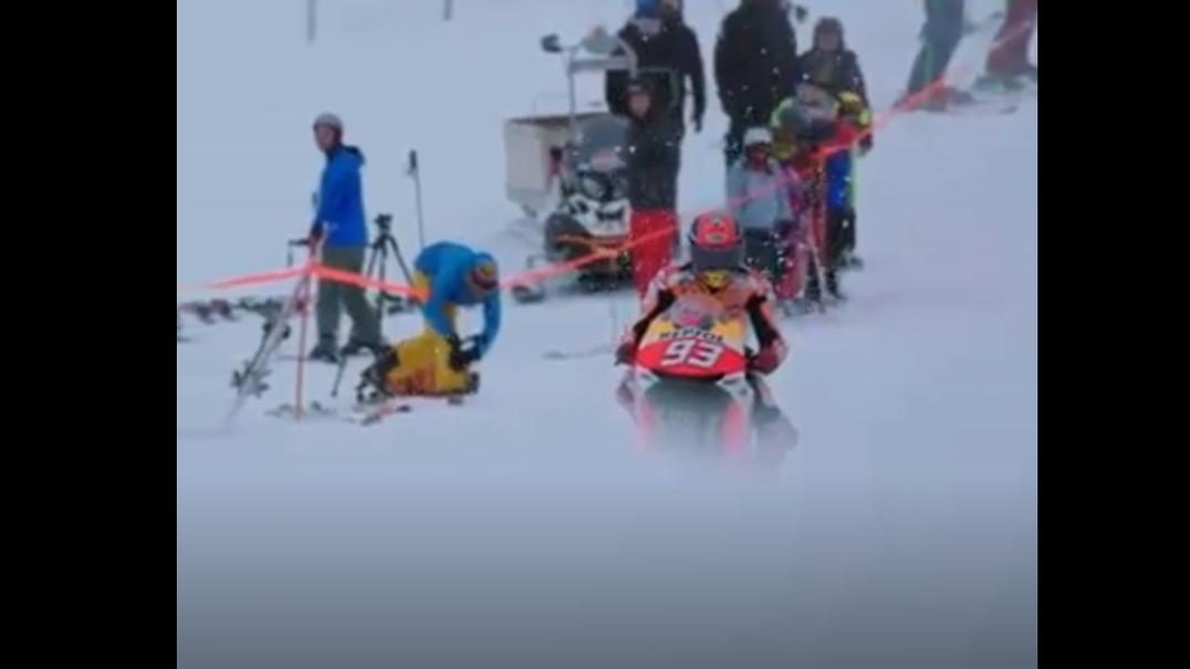 Aconteceu esta semana: Acha que é difícil conduzir na neve? Veja a descida de Marc Márquez (e a preparação da moto)