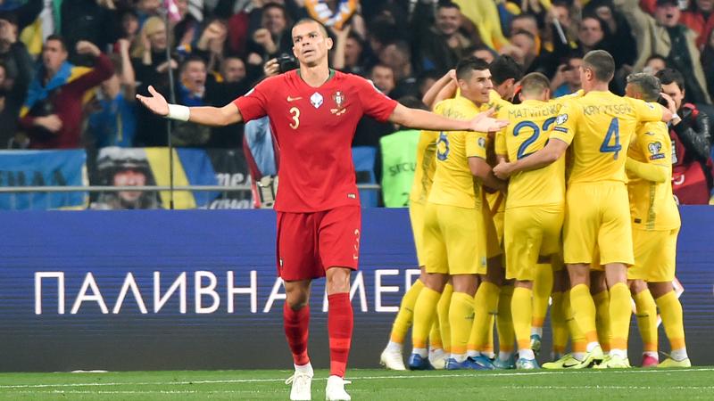 Golo 700 de Ronaldo não evita derrota de Portugal e Ucrânia qualifica-se para o Euro 2020