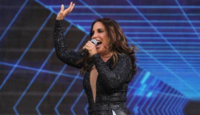 Insólito: seguranças não reconhecem Ivete Sangalo e tentam barrar entrada da cantora em palco