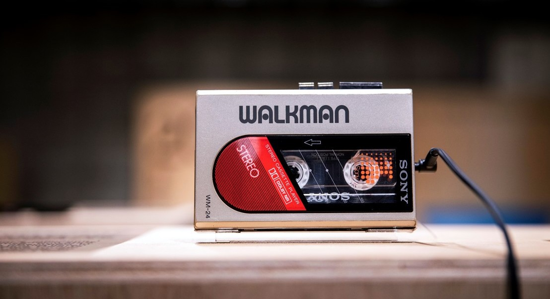 Ouve, abre, vira, ouve outra vez. O lendário walkman faz 40 anos