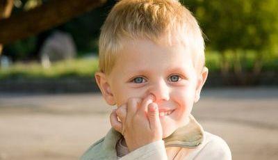 Mexer no nariz? Mais do que feio, pode provocar doenças