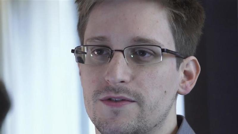 Snowden quer que Macron lhe dê asilo