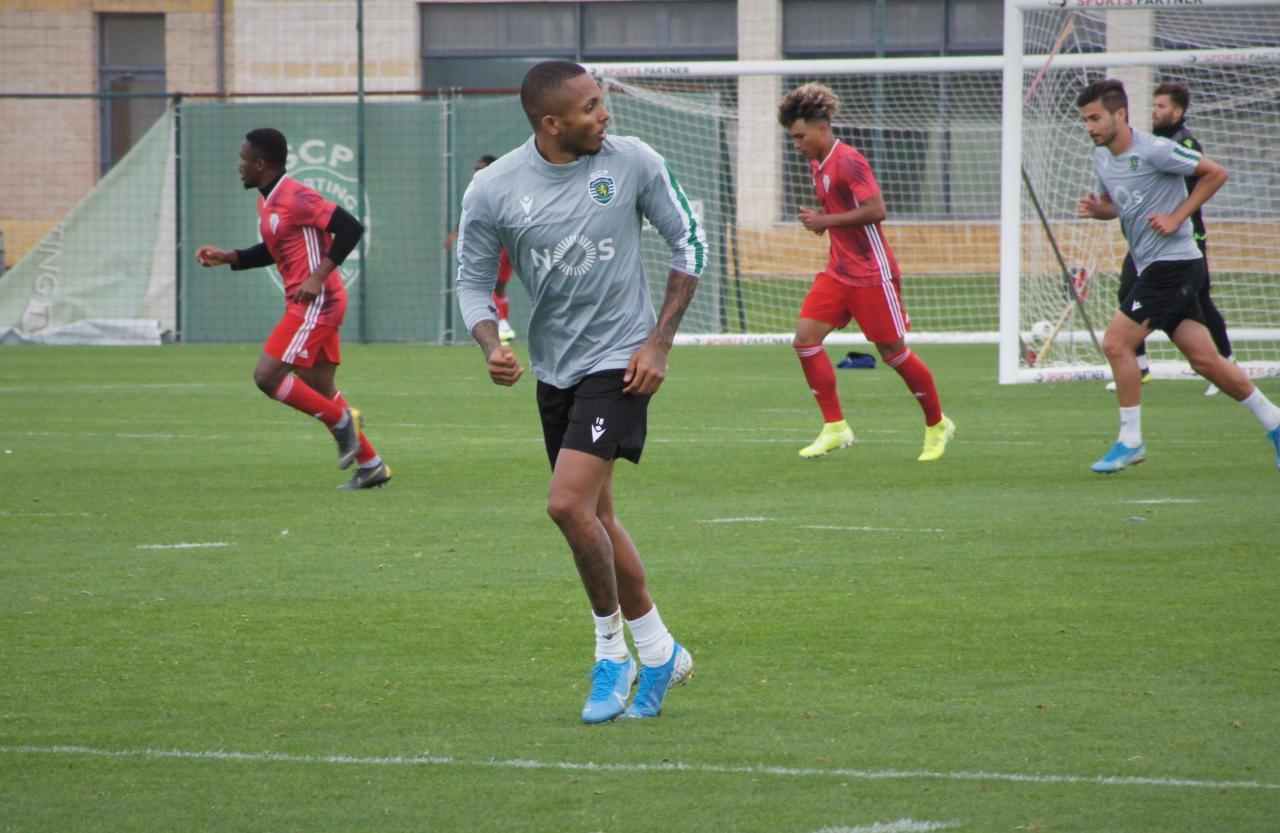 Sporting interrompe empréstimo do avançado brasileiro Fernando
