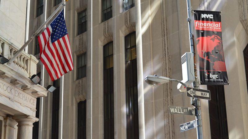 Wall Street de volta aos ganhos com ajuda da Walmart