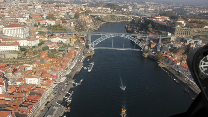 A bordo de um helicóptero para conhecer o Porto a partir do céu