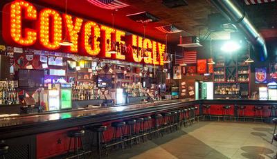 18 restaurantes e bares icónicos do cinema que realmente existem