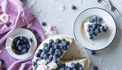 Cheesecake de limão e mirtilos