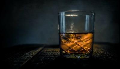 """8 passos para nos iniciarmos na degustação do whisky, """"a água da vida"""""""