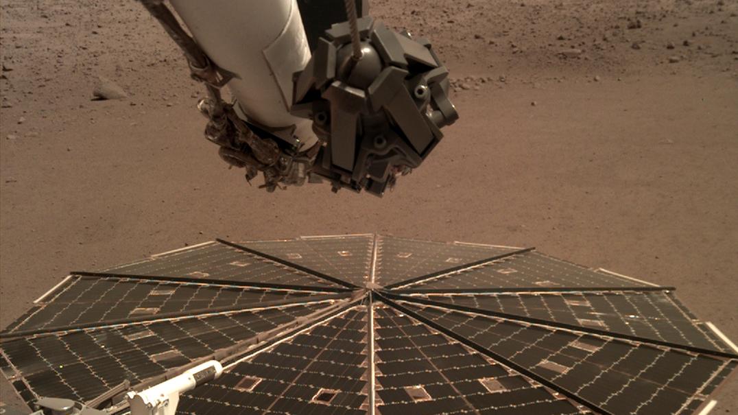 Coloque os auscultadores e oiça o som que do vento de Marte