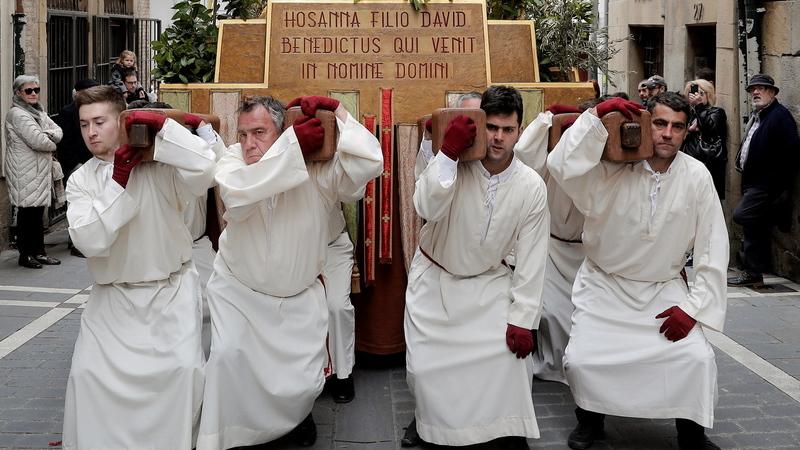Do Domingo de Ramos em Espanha a um caça aos ovos em Hong kong. Veja as fotos da semana