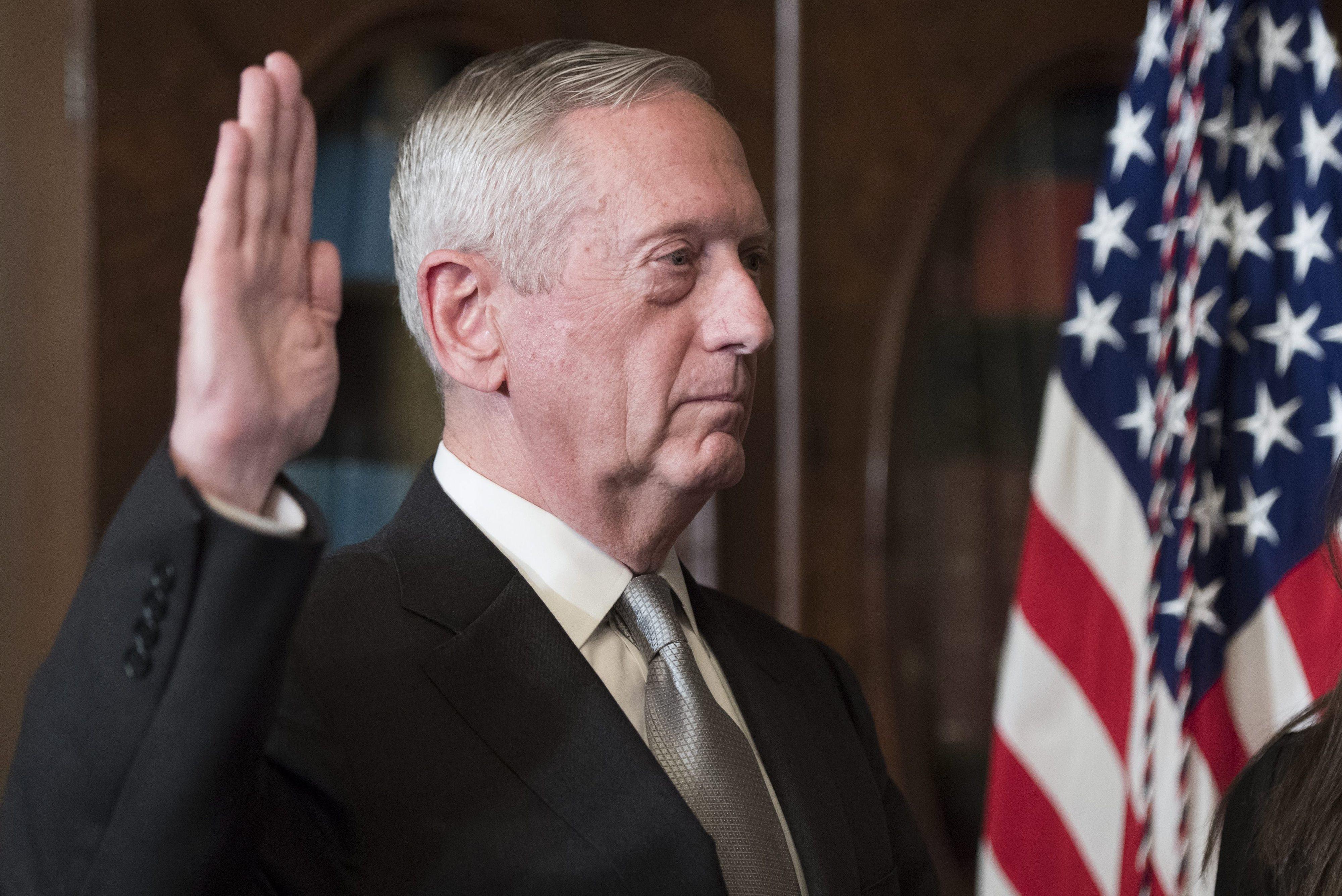 """Secretário da Defesa dos EUA assegura compromisso """"inabalável"""" com a NATO"""