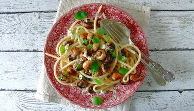 Massa Bucatini com cogumelos e queijo roquefort