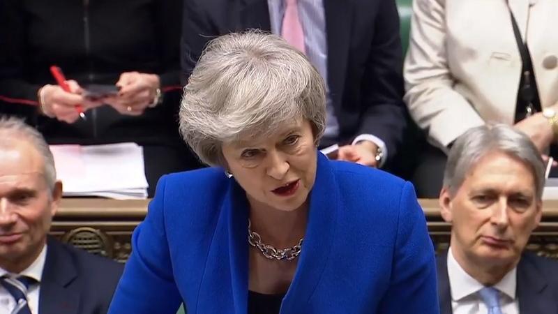 """Theresa May diz que é tempo de """"pôr os interesses nacionais em primeiro lugar"""""""