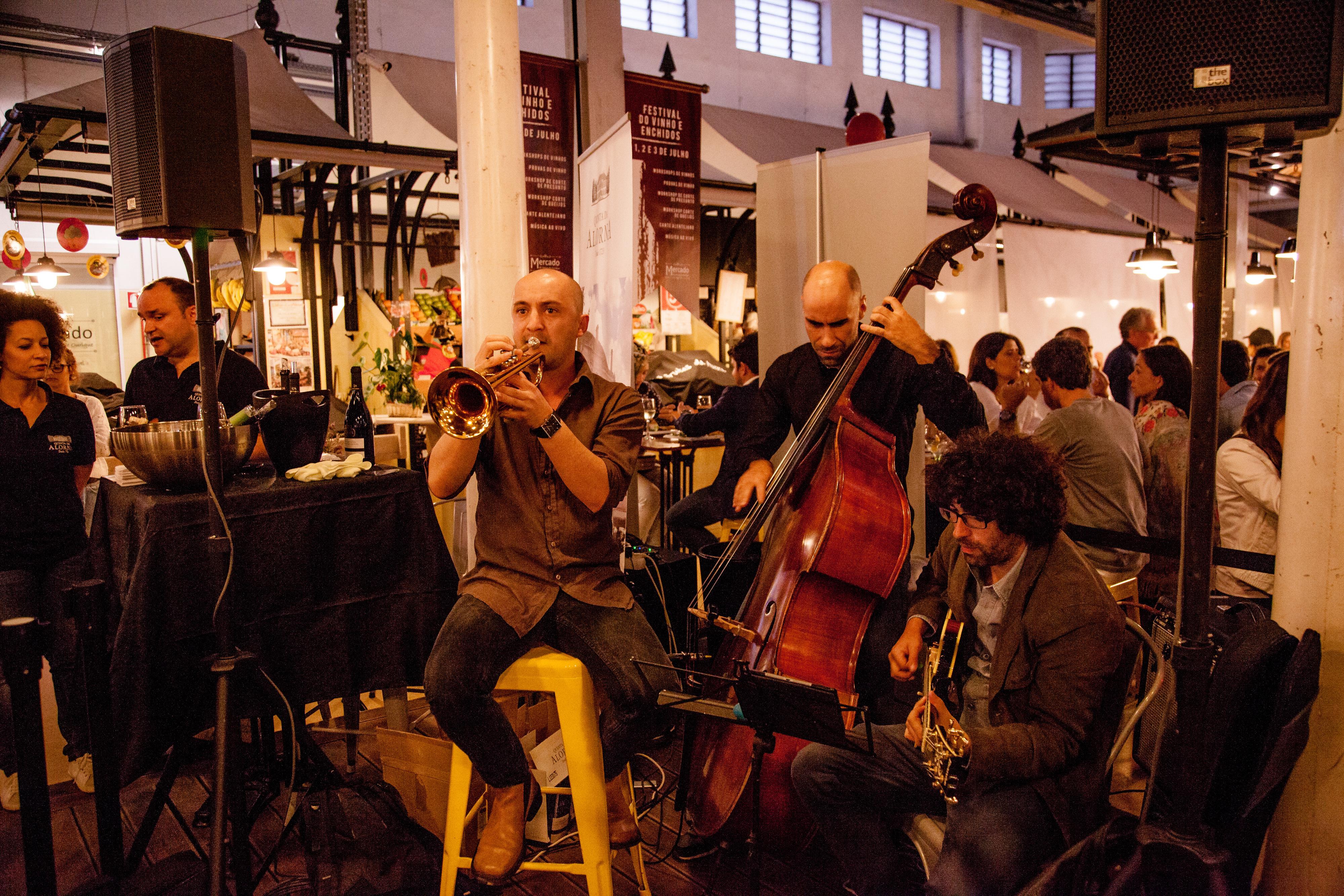 Mercado de Campo de Ourique festeja seis anos e propõe-nos música e comeres