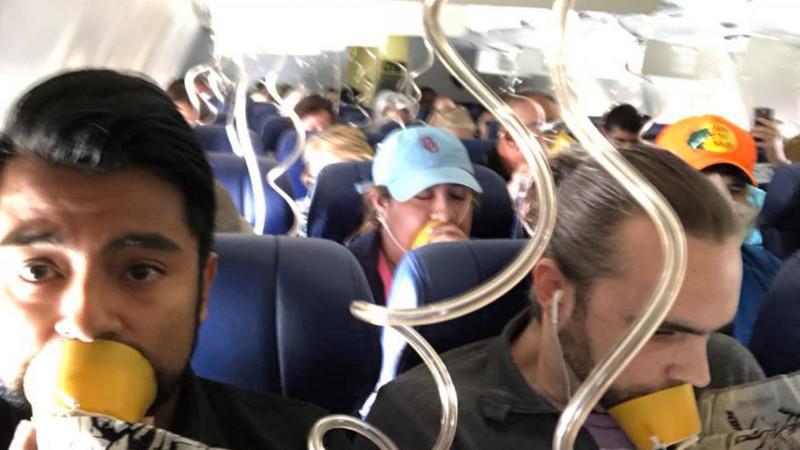Sabe mesmo o que fazer se cairem as máscaras de oxigénio num avião?